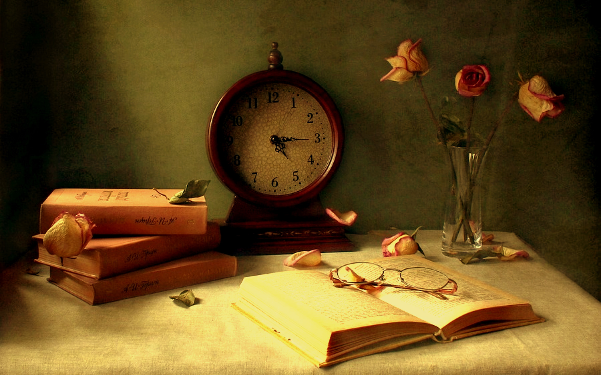 clock-on-the-table-wallpaper-background