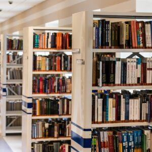 Нека е среќен меѓународниот ден за љубителите на книги!
