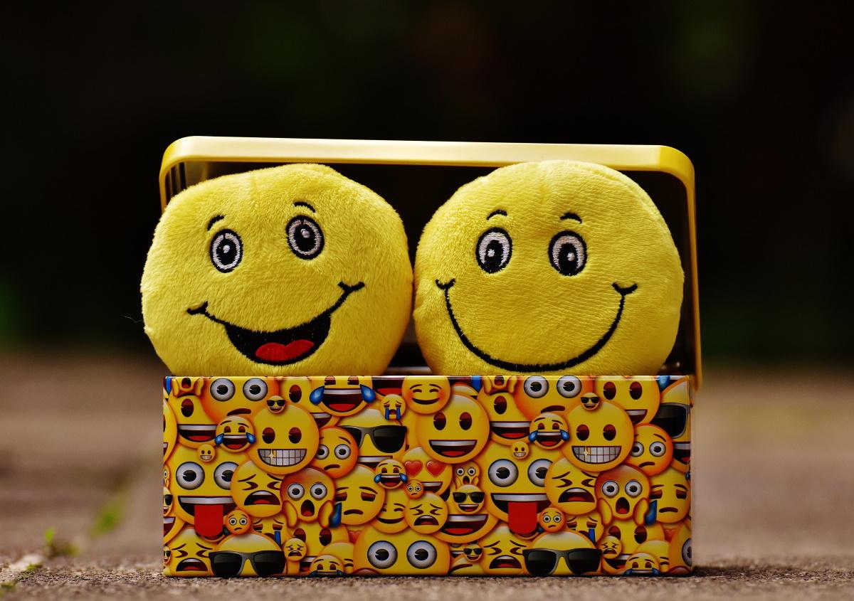 Насмевни се и збуни ги!