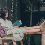 10 причини зошто треба да се заљубите  во девојка која чита