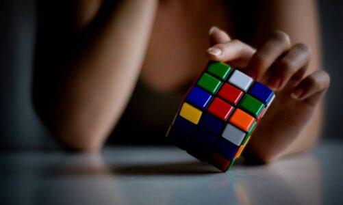 Кога коцките ќе се поклопат, а кога треба да ги наредиш сам?