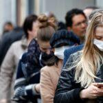 Луѓе со маски
