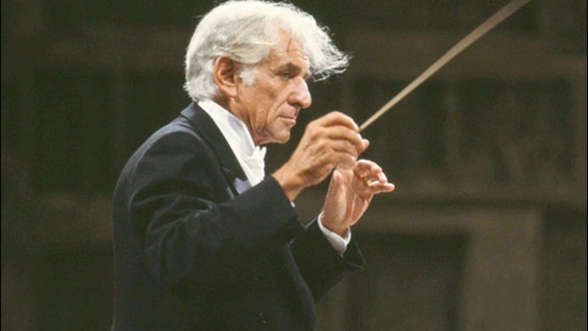 На денешен ден починал Леонард Бернштајн, американски композитор, диригент, автор, музички предавач и пијанист