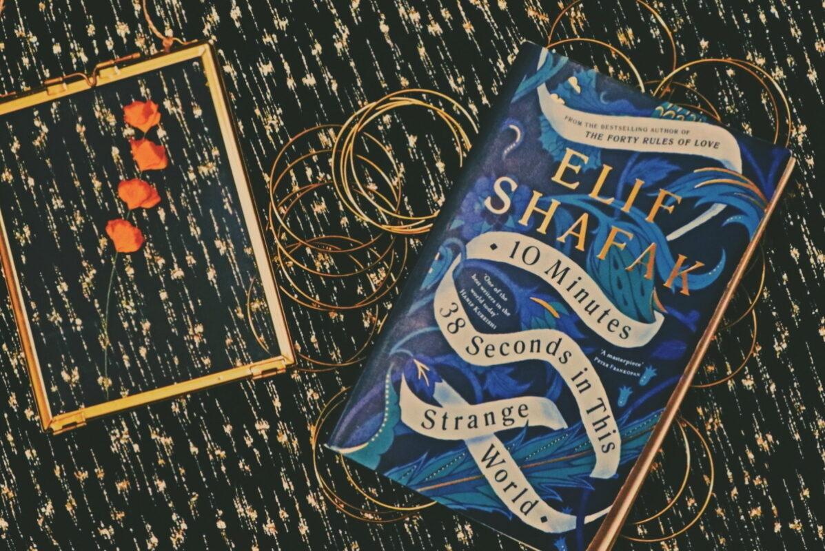 """Препорака за книга: """"10 минути и 38 секунди во овој чуден свет"""" од Елиф Шафак"""