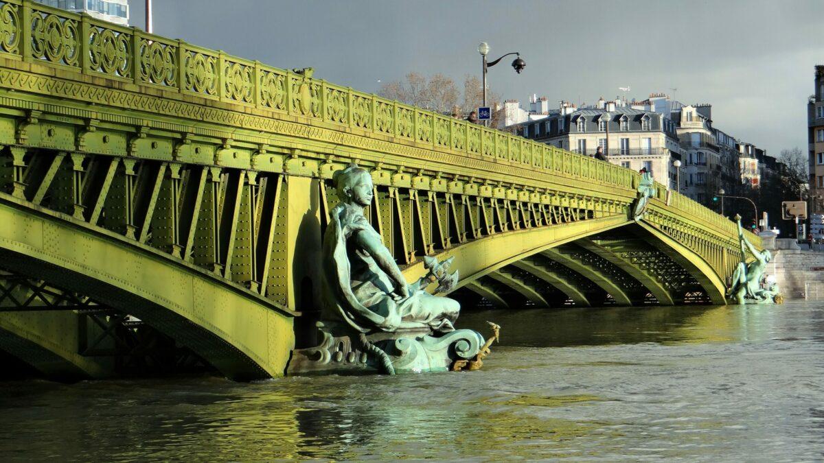 Мостот Мирабо - Гијом Аполинер