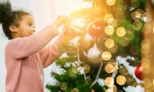 Кратка историја на новогодишните украси и декорации