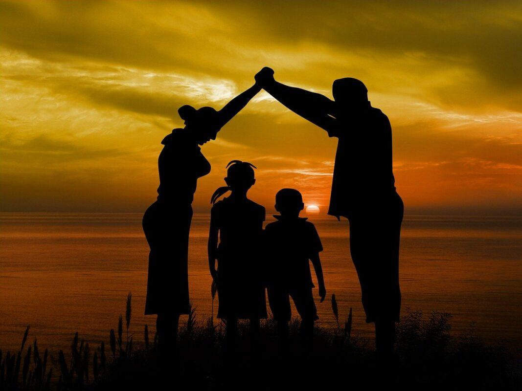 Кратка поучна приказна: Како да ги научите вашите деца да бидат среќни?